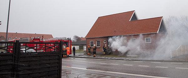 Naboer reddede beboere ud af brændende hus