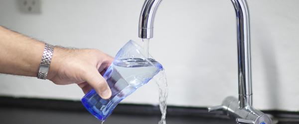 Sådan sparer du tusindvis af kroner på vandregningen