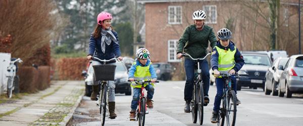 Forår får flere på cyklen – husk hjelmen