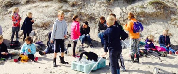 Elever ryddede op på stranden
