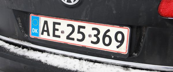 Få nu de nummerplader skruet fast!…
