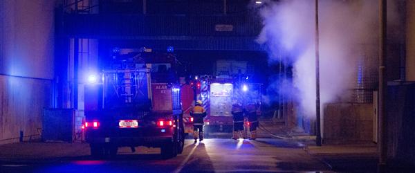 Natlig brand på fiskemelsfabrikken