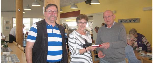 Civitan Skagen donerer sangbøger til Ankermedet Dagcenter