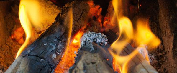 Hjælp miljøet – fyr korrekt i brændeovnen