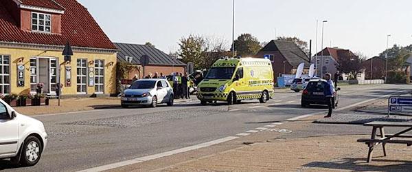 Cyklist ramt af bil i Ålbæk