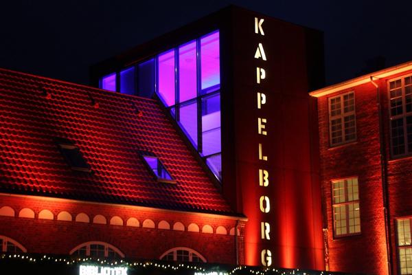 Soroptimister i Skagen sætter orange farve på Kulturhus Kappelborg.
