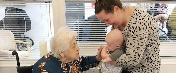 Babysalmesang på Plejecenteret blev en succes
