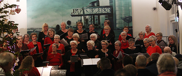 Lokale kor sang julen ind på Kappelborg