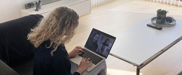 Hvem sidder der bag skærmen