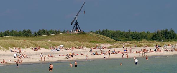 Sommervejr giver travlhed på strandene