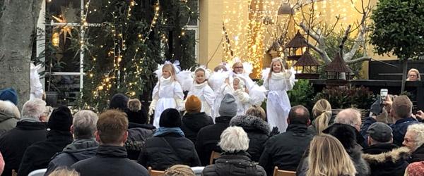 Skagens engle dansede om juletræet