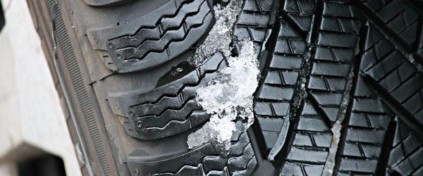 Sådan kører du sikkert på sne- og isglatte veje