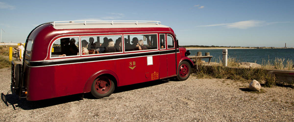 Tag på guidet tur i Skagen med Kystmuseets historiske Bedford Bus