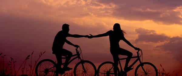 Romantisk cykeltur med picnickurv