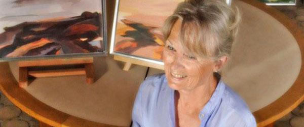 Kraftfuld kunstner med atelier i Skagen udstiller i Vilde Vaser