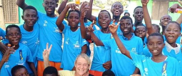 T-shirts vækker glæde i Ghana